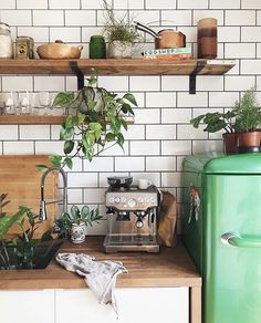 Home Interior Decoration .Home Interior Decoration Hippie Kitchen, Retro Kitchen Decor, Retro Home Decor, Cheap Home Decor, Kitchen Interior, Diy Home Decor, Deco Design, Küchen Design, Kitchen Plants