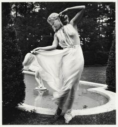 Louise Dahl-Wolf, Lisa Fonssagrives at Wendy's Pool, 1945, printed 1989. Gelatin silver print. Harvard Art Museums/Fogg Museum.