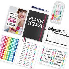 """Wszystko, czego Ci trzeba, aby rozpocząć przygodę z planowaniem i zarządzaniem czasem po swojemu!  W pakiecie otrzymujesz narzędzia ułatwiające skuteczne zarządzanie sobą w czasie i ogarnianie rzeczywistości – książkę """"Jak zostać Panią Swojego Czasu"""", Planer Pełen Czasu w eleganckiej grafitowej okładce, który wypełniasz w taki sposób, w jaki najbardziej lubisz (bullet journal), zestaw naklejek przydatnych podczas planowania, wymazywalny cienkopis, wygodne w użyciu zakreślacze Stabilo. #psc Products, Gadget"""