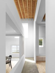 Image 16 of 19 from gallery of Polyphonic / Jun Igarashi Architects. Photograph by Daici Ano Japanese Architecture, Space Architecture, A Frame House, Minimalist Room, Cottage, Home Interior Design, Small Spaces, Building A House, New Homes