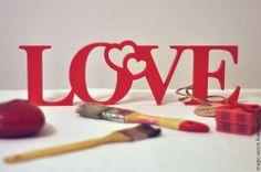 http://cs2.livemaster.ru/foto/large/c8220596119-svadebnyj-salon-slovo-love-iz-dereva-n9292.jpg