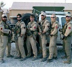 DEVGRU Red Squadron in Iraq. On the far right is Robert O'Neil [1080 x 1004]