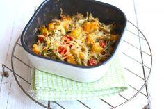 Deze aardappel ovenschotel met sperzieboontjes, cherrytomaatjes en ui is weer lekker en heel simpel te bereiden!