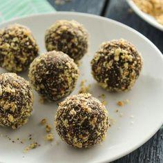 5-Ingredient Chocolate-Almong Energy Balls