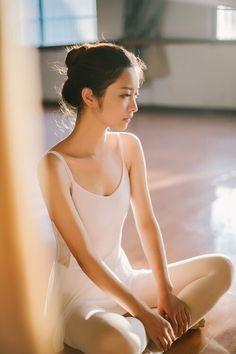 kawaii-kirei-girls-and-women:  可愛い 佐野ひなこ 白石麻衣 篠田麻里子 さんなど 可愛いキレイな女性の写真アップします♪ 美脚 Kawaii Kirei beautiful girls and women 画像→