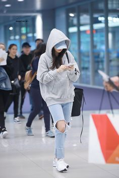 kpop fashion trendy Ideas for travel fashion airport street styles Airport Fashion Kpop, Kpop Fashion Outfits, Blackpink Fashion, Korean Outfits, Trendy Fashion, Travel Fashion, Fashion Clothes, Fashion Ideas, Travel Style