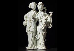 Dos Inmortales Dehua (China), Dinastía Qing (1644-1911) Grupo de porcelana Blanc de Chine. 21 cm