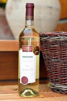 Bílé víno - Sauvignon Výběr z hroznů - Vinum Moravicum a.s. Sauvignon, Drinks, Bottle, Drinking, Beverages, Flask, Drink, Jars, Beverage