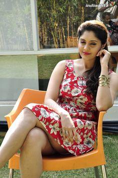 Most Beautiful Bollywood Actress, Indian Bollywood Actress, Bollywood Girls, Indian Actresses, Indian Actress Images, Tamil Actress Photos, Surabhi Actress, Bollywood Hairstyles, Stylish Girls Photos