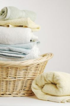 Projects to Try Laundry Stain Remover - the old Tightwad Gazette recipe. One of the most obvious way Homemade Laundry Detergent, Liquid Laundry Detergent, Lava, Homemade Fabric Softener, Laundry Stain Remover, Cleaning Recipes, Cleaning Tips, Cleaning Supplies, Thing 1