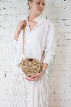 Best 12 Round Woven Bag, Crochet Crossbody Bag by Pole – SkillOfKing. Side Purses, Round Bag, Jute Bags, Basket Bag, Crochet Handbags, Crochet Round, Knitted Bags, Cloth Bags, Handmade Bags