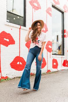 The Jackie Team took Nashville by storm, documenting their favorite places to eat, sip, photograph and most importantly, shop. Senior Photos Girls, Senior Pictures, Senior Pics, Nashville City, Nashville Tennessee, Poses, Photoshoot, Lily, Ice Cream
