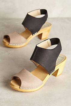 Nina Z Oath Clogs Clogs Shoes, Shoe Boots, Shoes Heels, Shoe Bag, Beautiful Shoes, New Shoes, Leather Sandals, Me Too Shoes, Heeled Mules