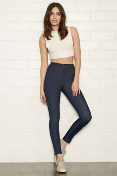 A pair of super-skinny jeans with a high-waisted fit, back patch pockets, and a zip fly.#f21denim