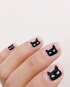 Unleash your wild side with cat nail art designs. Here are 32 of the cutest cat nail art you need for your next manicure. Cute Halloween Nails, Halloween Nail Designs, Spooky Halloween, Women Halloween, Halloween Costumes, Halloween Recipe, Halloween Makeup, Halloween Party, Halloween Crafts