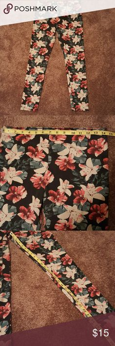 Hollister leggings Cotton ,polyester, and elastic blend floral print Hollister Pants