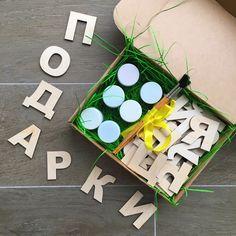 """А у нас НОВИНКА!!! 🎊🎊🎊 Подарочный набор """"Веселый алфавит""""! Прекрасно подойдет в качестве подарка для малыша от 3 до 7 лет.👶 В набор входит 🎁: 🔸33 буквы, выполненные из высококачественной некрашенной фанеры - 100% экологичный материал! 🍃Буквы можно крепить на магнитной доске, холодильнике или любой другой металлической поверхности; 🔸гуашь для детей, 6 цветов по 15 мл - безопасна для детей; 🎨 🔸набор кисточек для рисования 3 шт; 🔸крафтовая коробочка, бумажный наполнитель…"""