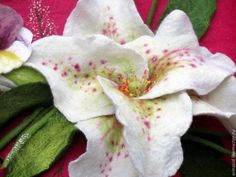 """Купить Сумка """"Букет с лилиями и фиалками"""" - абстрактный, сумка с цветами, сумка с букетом, сумка малиновая"""