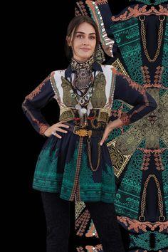 Pakistani Bridal Wear, Pakistani Suits, Pakistani Dresses, Indian Designer Suits, Designer Wear, Esra Bilgic, Frock Fashion, Celebrities Then And Now, Tunic Designs