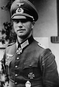 ✠ Erich Löwe (24th September 1906 - 23rd December 1943) Killed in Losovka, Russia. RK 04.09.1940 Hauptmann Chef 3./Pz.Abt 65 6. Panzer – Division [385. EL] 08.02.1944 Major Kdr s.Pz.Abt 501 Missing after he was forced to change tanks when his own was knocked out during a counterattack in Vitebsk.