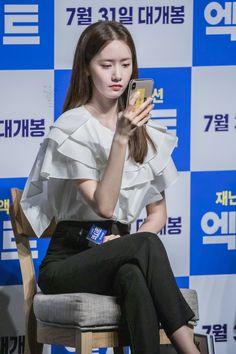 """기동 on Twitter: """"190731 엑시트 라이브챗 롯데타워 윤아… """" Im Yoona, Instyle Magazine, Cosmopolitan Magazine, Kim Woo Bin, Bae Suzy, Korean Actresses, Minimal Chic, Korean Outfits, Girls Generation"""