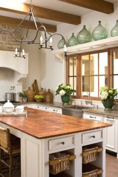 This gallery showcases beautiful designs of Spanish style kitchen ideas. Pictures feature cabinets, flooring and tile from Spanish kitchen designs. Hacienda Kitchen, Farmhouse Kitchen Decor, Country Kitchen, Decorating Kitchen, Decorating Ideas, Farmhouse Table, Rustic Farmhouse, Copper Kitchen, New Kitchen