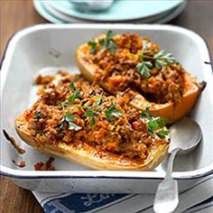 Enjoy a tasty and delicious meal in Learn how to make Stuffed butternut squash and get the Smartpoints of the recipes. Mince Recipes, Ww Recipes, Sausage Recipes, Pumpkin Recipes, Fall Recipes, Cooking Recipes, Healthy Recipes, Weight Watchers Snacks, Carne Picada