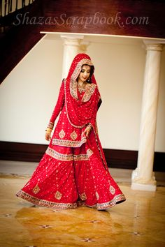 So very elegant! Perfect colour, perfect gharara, perfect dupatta setting! This is what I want to look like at my wedding! :D