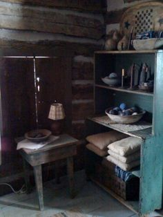 classic corner of prims Old Cabins, Log Cabin Homes, Cabins And Cottages, Prim Decor, Country Decor, Primitive Decor, Living In A Shed, Living Room, Primitive Furniture