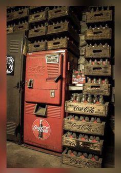 Coca-Cola, Coke an oldie for sure, vending machine Coca Cola Drink, Coca Cola Bottles, Pepsi Cola, Soda Bottles, Coca Cola Vintage, Photo D'architecture, Coke Machine, Soda Machines, Vending Machines