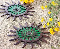 old tractor parts Small Yard Landscaping, Landscaping Plants, Lawn Ornaments, Garden Ornaments, Outdoor Projects, Outdoor Decor, Outdoor Ideas, Backyard Ideas, Outdoor Living