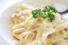 Tagliatelle with Boursin sauce and ham: A quick recipe to treat children and adults! Quick Recipes, Meat Recipes, Pasta Recipes, Chicken Recipes, Healthy Recipes, Recipe Chicken, Carbonara Recept, Chicken Carbonara, Salsa Carbonara