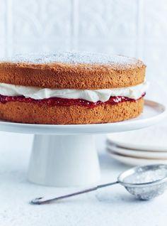 Chocolate and pear crumble cake - HQ Recipes Mugcake Recipe, Cake Mug, Fig Cake, Victoria Sponge Cake, Reine Victoria, Spiced Coffee, Salty Cake, Baking Tins, Savoury Cake