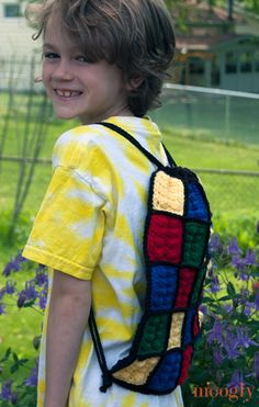 The Lego Inspired Crochet Backpack is a simple pouch with a set of drawstrings that close up the top and double as the straps! Get the free pattern today! Crochet Lego, Crochet Gifts, Crochet Yarn, Chrochet, Quick Crochet, Crochet For Boys, Love Crochet, Crochet Backpack Pattern, Afghan Crochet Patterns