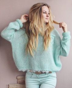 New Knitting Patterns Sweaters Oversized Inspiration Ideas Knitting Blogs, Knitting Socks, Knitting Designs, Knitwear Fashion, Knit Fashion, Crochet Jacket, Knit Crochet, Pull Mohair, Stitch Fit
