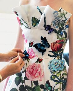 Fashion runway inspiration haute couture for 2019 Moda Floral, Beautiful Gowns, Beautiful Outfits, Floral Fashion, Fashion Dresses, Fashion Details, Fashion Design, Monique Lhuillier, Outfit Trends