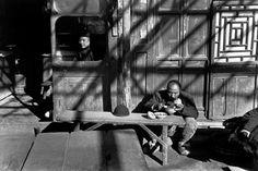 Les derniers jours du Kuomintang. Pékin, Chine ~ Décembre 1948 ~ Henri Cartier-Bresson / Magnum