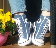 Reaverse Star Edition Knitting Crochet pattern by Rea Järvenpää Knitted Slippers, Slipper Socks, Crochet Slippers, Cute Crochet, Crochet Crafts, Knit Crochet, Converse Slippers, Converse Sneakers, Knit Sneakers