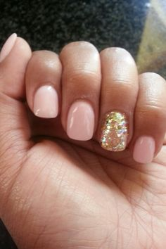 pink and gold #mani-I'm obsessed with the one sparkly nail.
