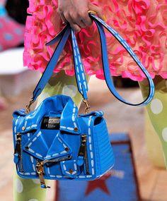 ca5a2c8178 Moschino bag  fashion  bolso  vanessacrestto  bag  clutch  style Jeremy  Scott