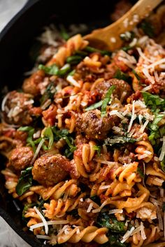 Sausage Pasta with chopped up sausage that are like mini sausage meatballs, tossed in a super tomato pasta sauce. Quick, easy, really delicious dinner! Sausage Pasta Recipes, Italian Sausage Recipes, Italian Sausages, Sausage Pasta Bake, Italian Sausage Pasta, Sausage Meatballs, Mini Meatballs, Pasta Facil, Spiral Pasta