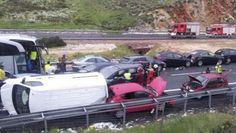 50 de autoturisme implicate intr-un accident in Spania Antique Cars, Antiques, Vehicles, Vintage Cars, Antiquities, Antique, Cars, Vehicle