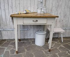 uralter,+kleiner+Tisch+♥+Original #Shabby+♥+von+Gerne+Wieder+auf+DaWanda.com #Brocante