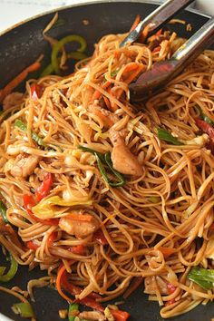 chinese food Delicious, easy and better than takeout,restaurant style, ultimate spicy Chicken Lo Mein recipe! You love Asian food or Chinese food takeout then this recipe is calling your Spicy Chicken Lo Mein Recipe, Chicken Recipes, Recipe Chicken, Taco Recipe, Chicken Recipe With Oyster Sauce, Recipes With Oyster Sauce, Recipe 30, Steak Recipes, Poulet Lo Mein