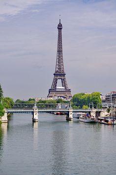 Paris la Seine, le Pont de Bir-Hakeim et la Tour Eiffel by paspog, via Flickr