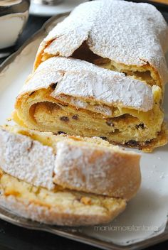 strudel with ricotta and chocolate Italian Pastries, Sweet Pastries, Italian Desserts, Italian Recipes, Strudel, Ricotta, Wine Recipes, Cooking Recipes, Sweet Corner