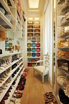 Beautiful luxury walk-in closet ideas for small and big house. Tags: luxury walk in closet, walk in closet ideas, walk in closet for small house, walk in closet for small room