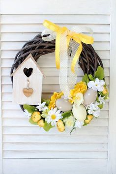 Door Hanging Decorations, Handmade Decorations, Flower Decorations, Diy Spring Wreath, Easter Season, Easter Crafts For Kids, Button Crafts, Easter Wreaths, Floral Centerpieces
