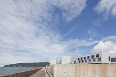 Hostel in Kyonan / Yasutaka Yoshimura Architects