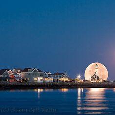 Moonrise, Scituate, Massachusettes  photo via thingssheloves